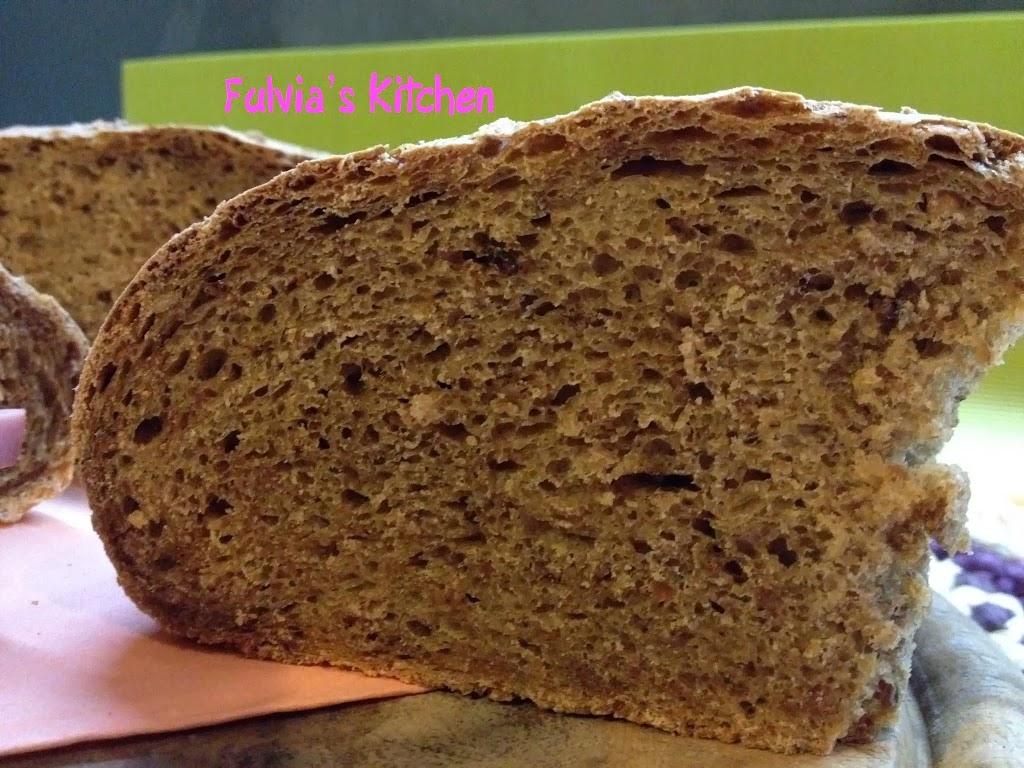 Pane integrale ai cereali con pasta madre