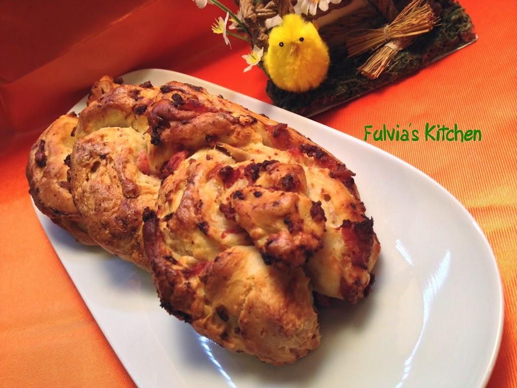 Treccia di pane con pasta madre alla pancetta affumicata