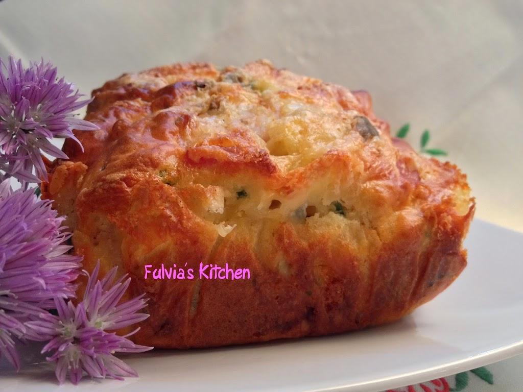 Plumcake salato con speck, gorgonzola e erba cipollina