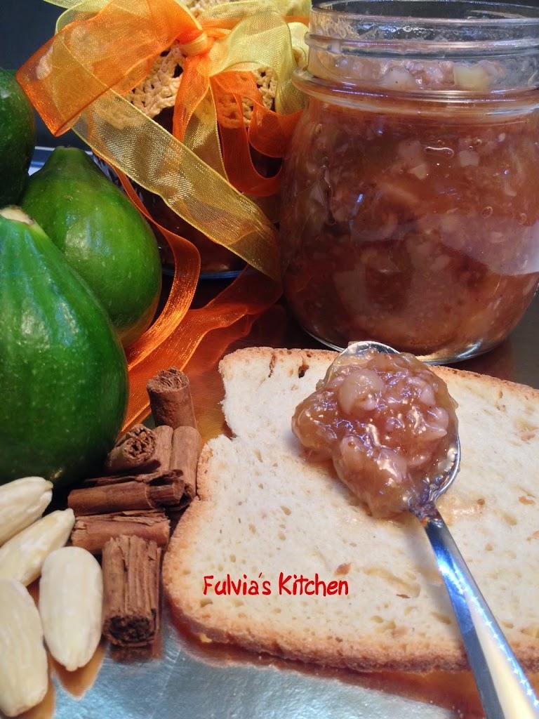 Confettura di fichi con mandorle, vaniglia e cannella