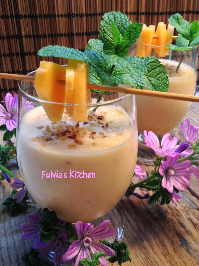 Ricetta light – Smoothie al melone, con cocco e granella di nocciole