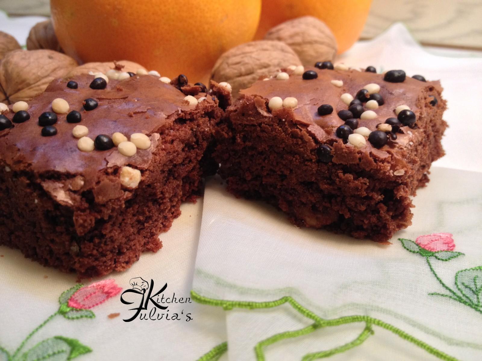 Brownies con cioccolato fondente, noci e scorza d'arancia