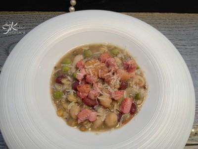 Zuppa di cereali e legumi con coriandoli di pancetta1