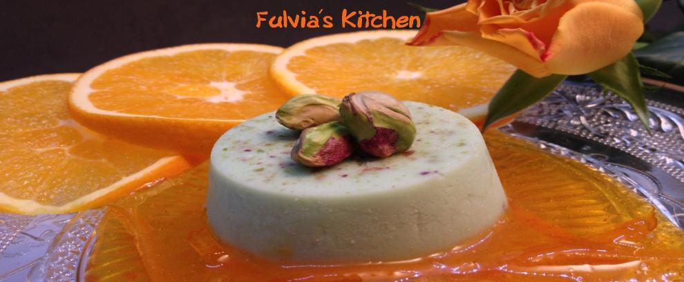 Panna cotta ai pistacchi con salsa agli agrumi