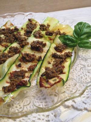 zucchine grigliate al pesto di olive, capperi e pomodorini2