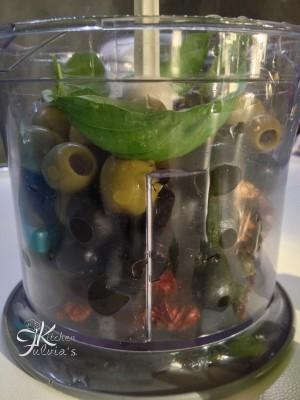 zucchine grigliate al pesto di olive, capperi e pomodorini3