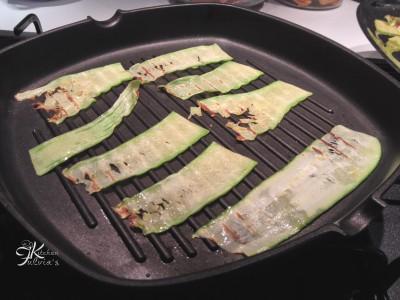 zucchine grigliate al pesto di olive, capperi e pomodorini4