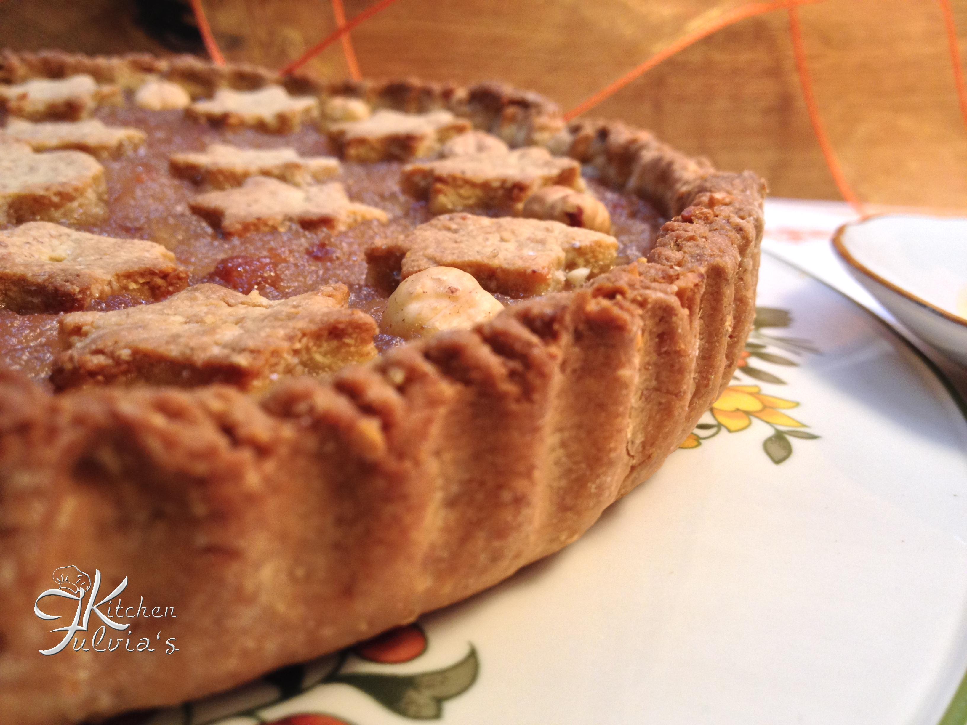 Crostata integrale alle nocciole e miele con confettura alle pere