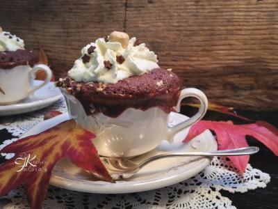Mug cake ai cioccolato e granella di nocciole2