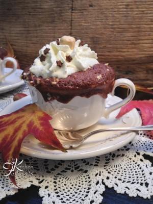 Mug cake ai cioccolato e granella di nocciole4