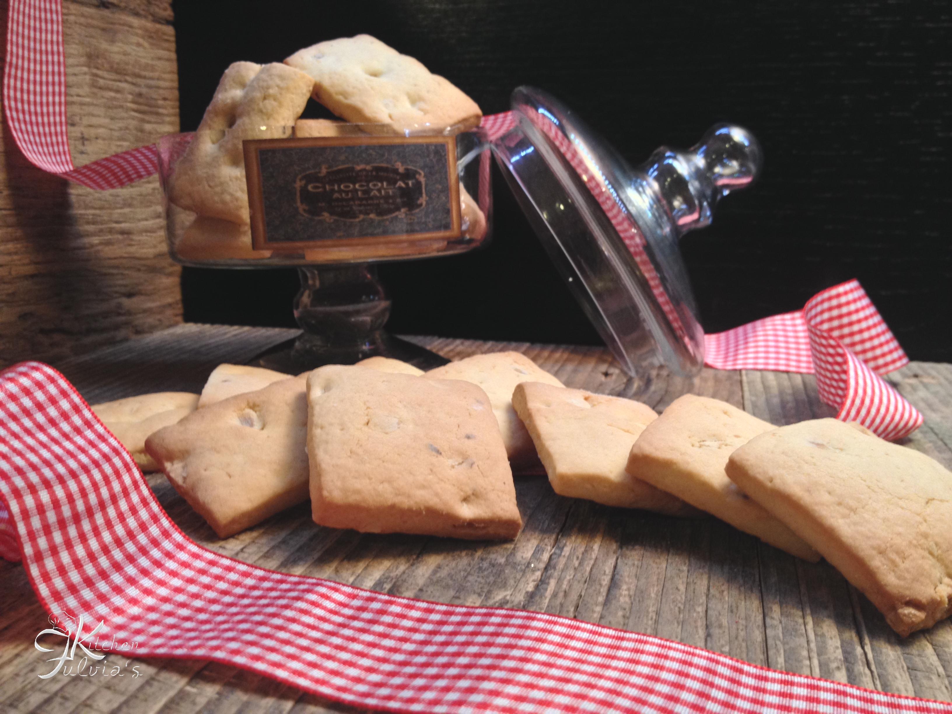 Biscotti inzupposi alle nocciole per colazione