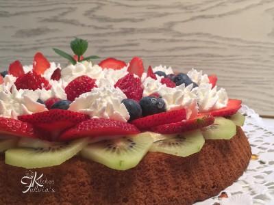 Crostata morbida panna e frutta