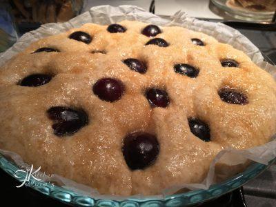 Focaccia dolce sofficissima all'uva