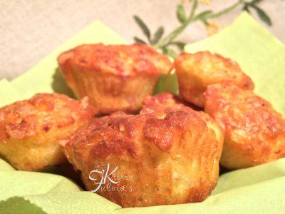 Muffin salati con caciocavallo, pancetta e finocchi