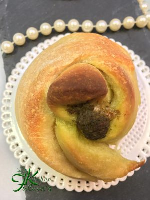 Rose di pane al LM con pesto e caciotta
