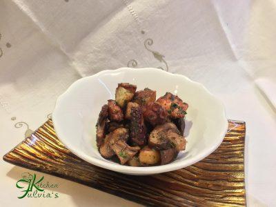Polpo arrosto con patate e champignon crema