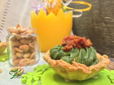 Tartine di frolla salata alle arachidi e mousse di spinaci