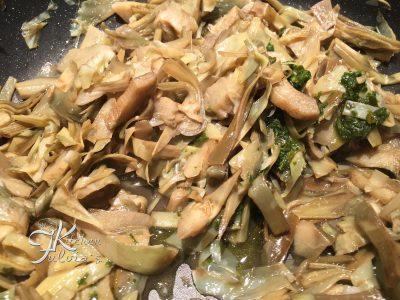Crepes con carciofi, pancetta e mozzarella