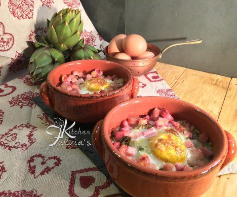 Cocotte con uova, carciofi e pancetta affumicata