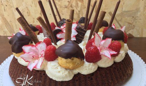 Crostata morbida cioccolatosa con crema e panna