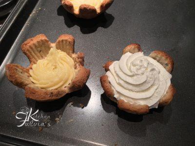 Tartellette di frolla ai mirtilli con crema e panna