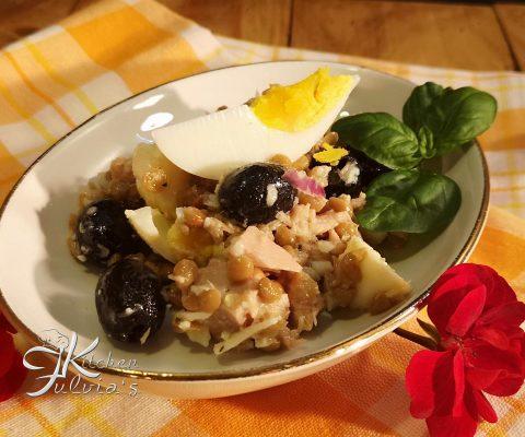 Insalata di lenticchie con tonno, mozzarella e uova sode – ricetta estiva