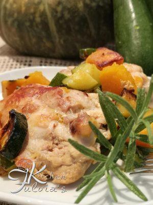 Sovracosce di pollo al rosmarino con zucca e zucchine