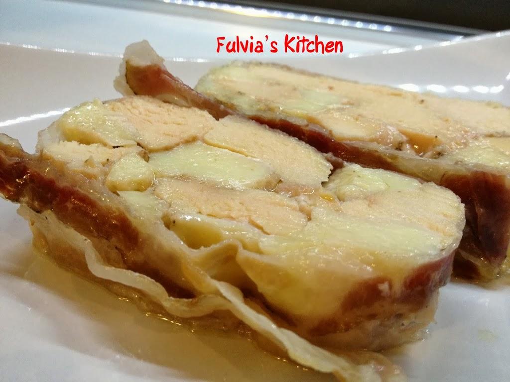 #Terrina di #pollo con #mozzarella e #sugo di #noci