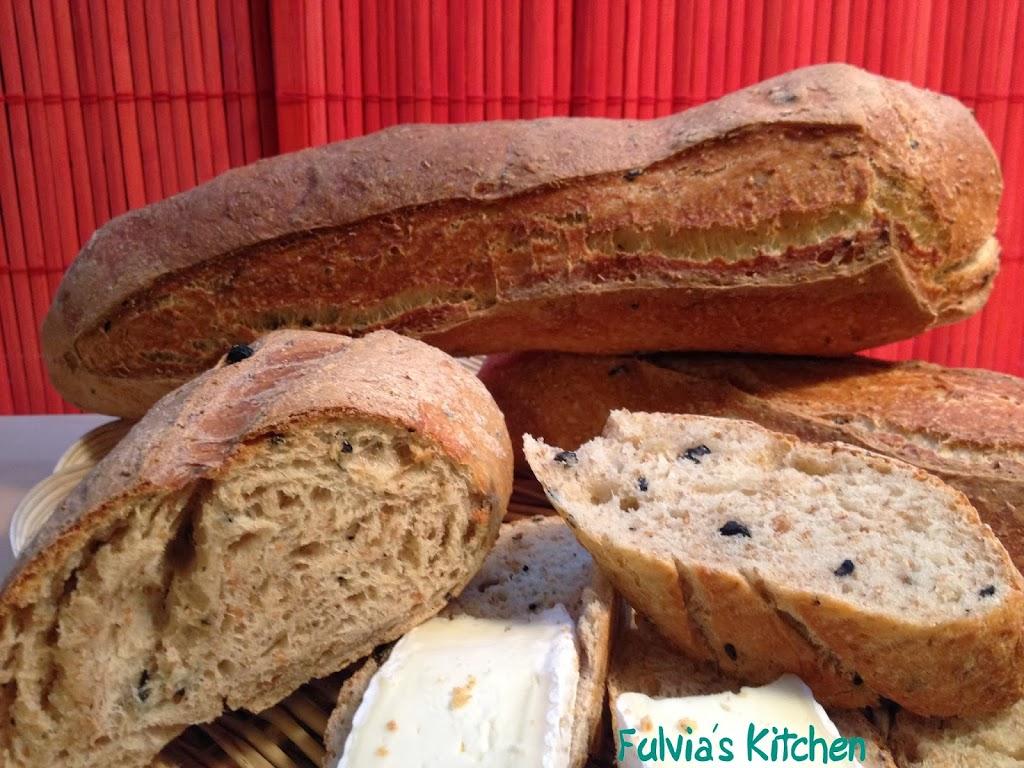 #Baguette #integrali a #lievitazione #mista e #olive #nere