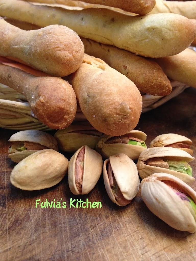 Grissini con pasta madre ai pistacchi