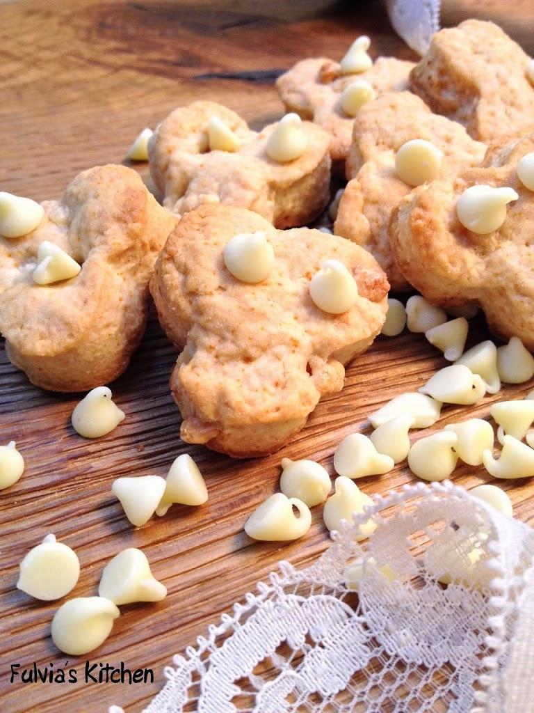 Biscotti secchi al cioccolato bianco