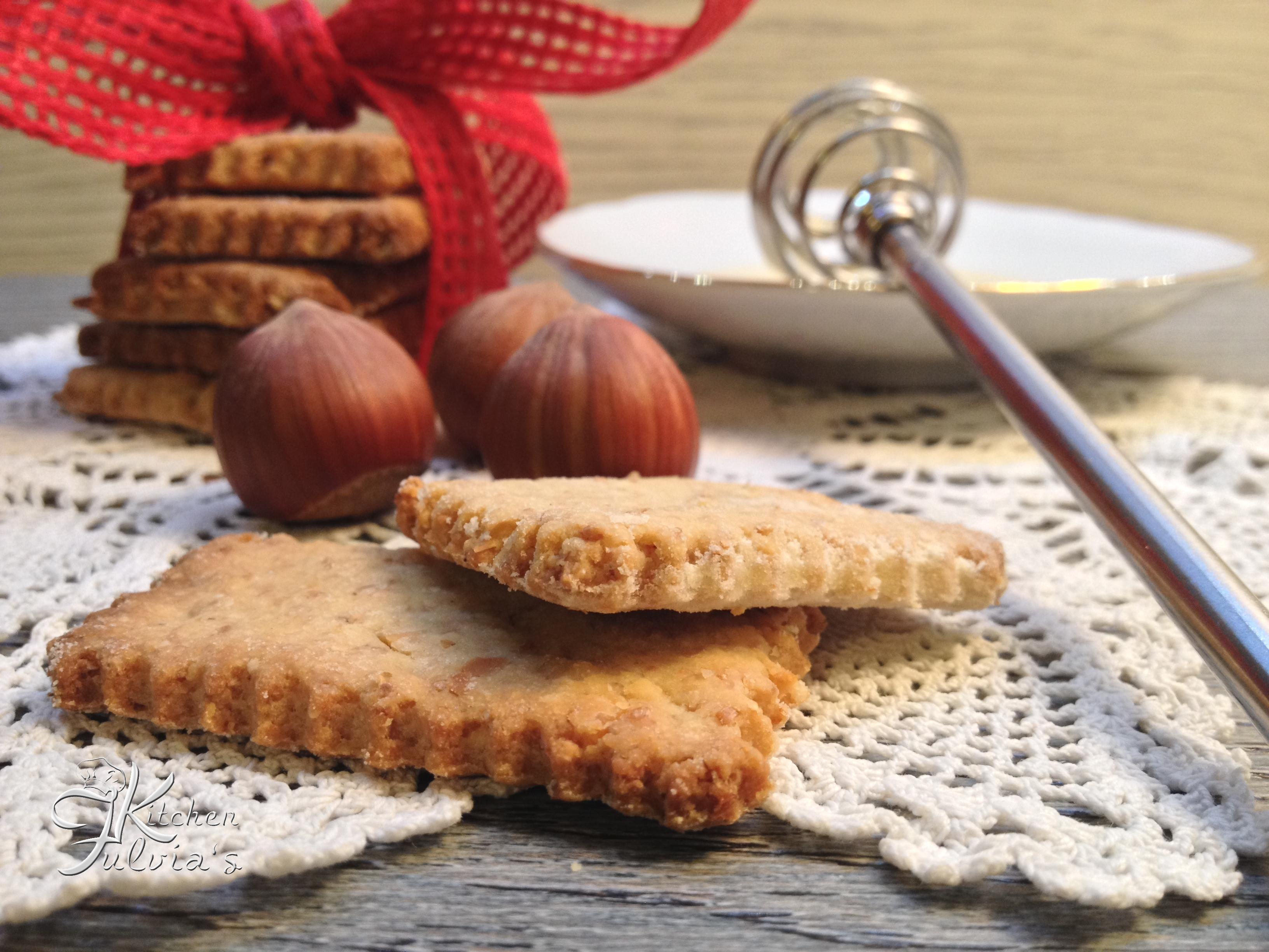 Biscotti integrali al miele con nocciole