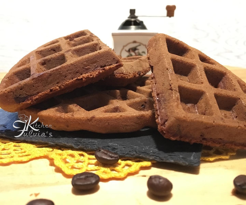 Waffle al cioccolato fondente e caffè