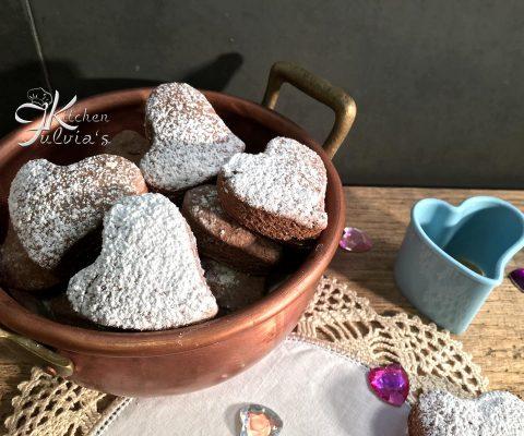 Biscotti a cuore con farina di mais e cacao – per la festa della mamma