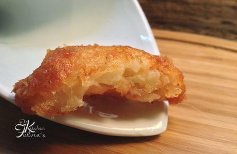 Bocconcini di cipolle e parmigiano fritti – contorno veloce