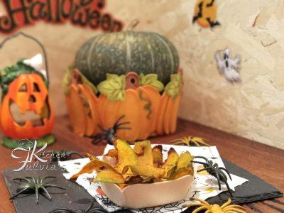 Chips di zucca alla curcuma cotte al forno la ricetta per Halloween