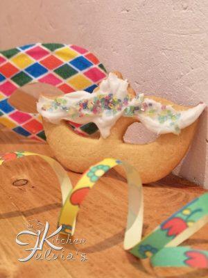 Biscotti mascherine di Carnevale glassate