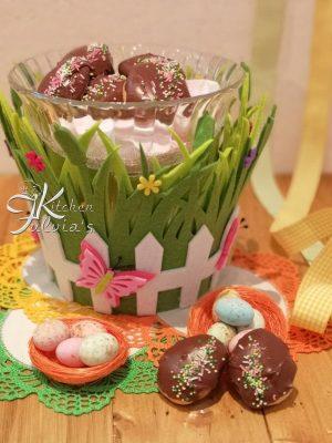 Biscotti ovetti di Pasqua glassati al cioccolato