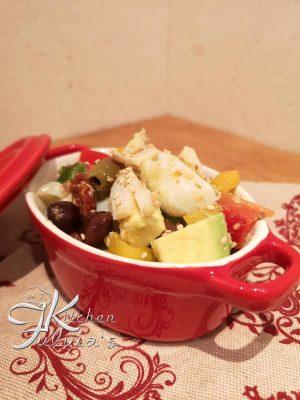 Insalata di baccalà con avocado, olive taggiasche e verdurine la ricetta