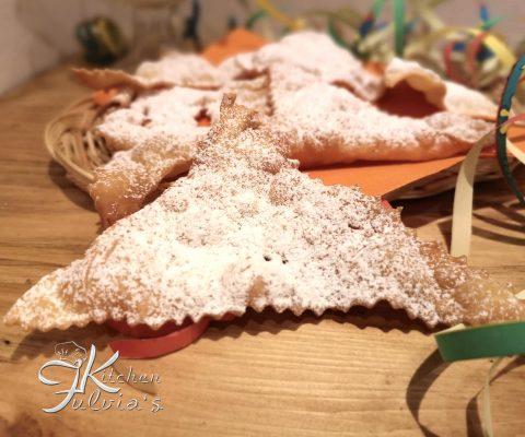 Triangoli fritti al limone per Carnevale la ricetta