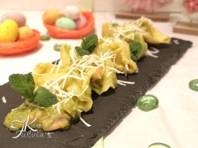 Ravioli di asparagi e ricotta con salmone, asparagi e menta la ricetta