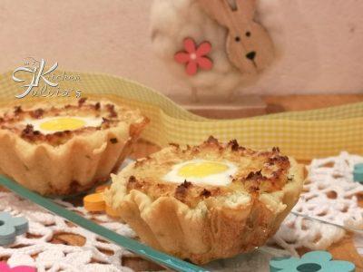 Tartellette con crema di cavoletti, uova di quaglia e salmone