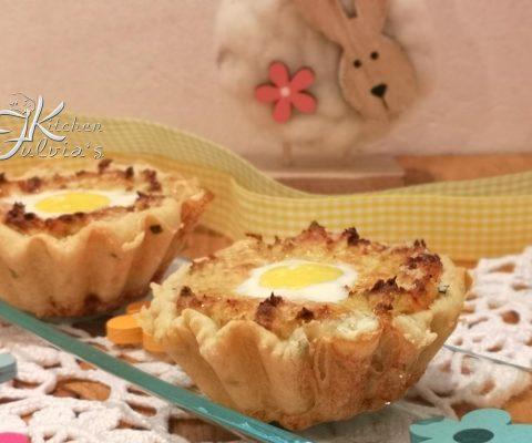 Tartellette con crema di cavoletti, uova di quaglia e salmone la ricetta