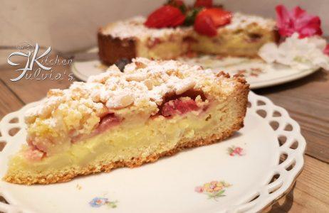 Crostata sbriciolata della nonna con fragole e pinoli la ricetta