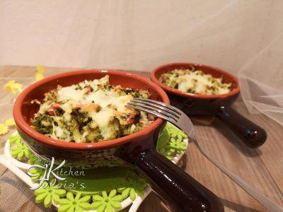 Broccoli al forno con pancetta affumicata e mozzarella