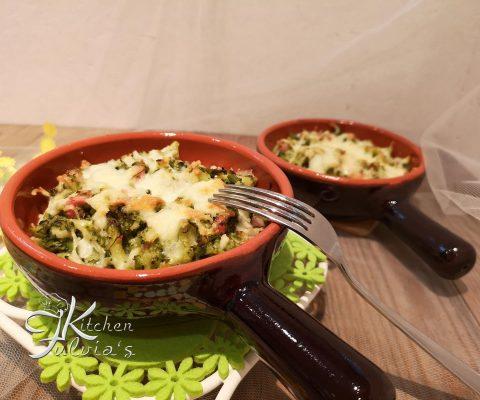 Broccoli al forno con pancetta affumicata e mozzarella la ricetta