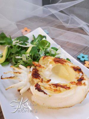 Seppie alla piastra con insalata di avocado e valeriana