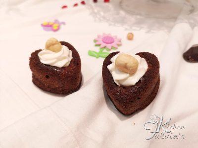 Cuori morbidi al cioccolato e nocciole, senza farina e zucchero