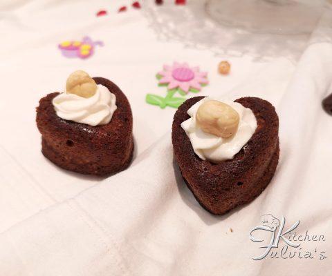 Cuori morbidi al cioccolato e nocciole, senza farina e zucchero la ricetta